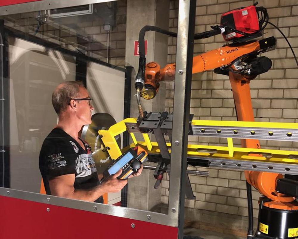 Schweissarbeiten KUKA Schweissroboter